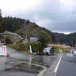 上古場バス停少し上方の古場岳方面に入る林道入口の画像