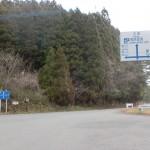 樫原湿原駐車場前の交差点の画像
