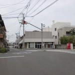 浜崎駅前の点滅信号のある交差点の画像