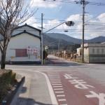 飯盛交差点から一筋山側の交差点の画像