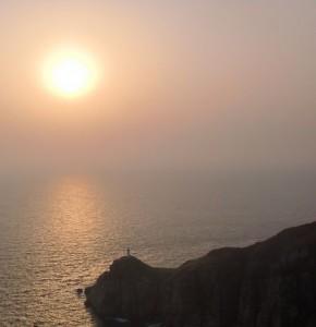 大瀬崎灯台の夕日1の画像
