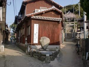 姫島神社参道入口の鳥居をくぐってすぐの分岐の画像