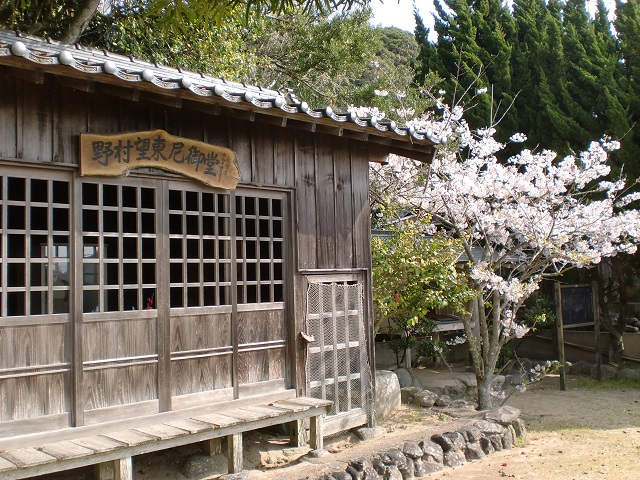 野村望東尼御堂の画像