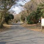 鞍岳山頂直下の休憩所(駐車スペースあり)の画像
