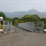 矢筈岳の祇園神社駐車場登山口手前にある陸橋の画像