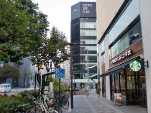 福岡市天神の旧天神ショッパーズ(ノース天神)、スターバックス前の歩道の画像