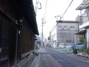 古い民家と町工場の混在する長崎街道(長崎街道・大里宿)の画像