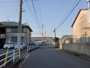 門司駅裏手のミニストップから南側の長崎街道の画像
