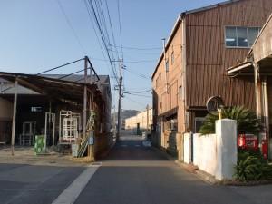 大里宿から手向山途中の町工場の連なる長崎街道の画像