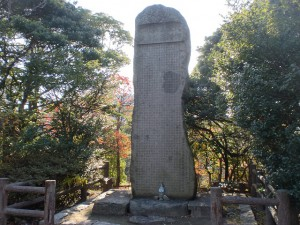 手向山の宮本武蔵の碑(宮本伊織建立)の画像