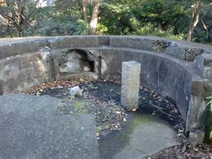 手向山砲台の砲座跡の画像