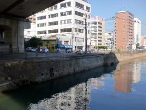 小倉城下の門司口橋を渡ったところの石垣の画像