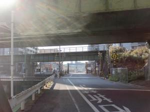 長崎街道小倉城下の門司口橋を渡って左折したところの踏切付近の画像