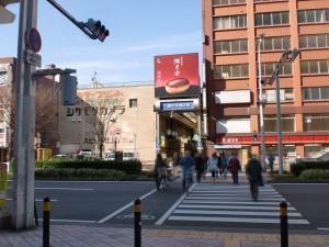 コレット1階西口前の横断歩道の画像