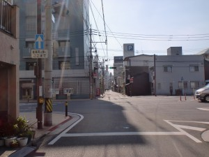 長崎街道の心光寺の先で県道270号線が横切るところの画像