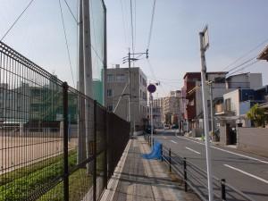 長崎街道小倉城下の清水小学校グラウンド横の画像