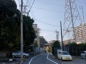 長崎街道小倉城下の水かけ地蔵の先の鉄塔横の右カーブの画像
