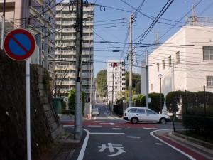 長崎街道小倉城下の水かけ地蔵の先の鉄塔横の右カーブ先の交差点の画像
