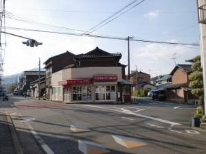 九州鉄道茶屋町橋梁横の路面に埋め込まれた長崎街道を示すプレート