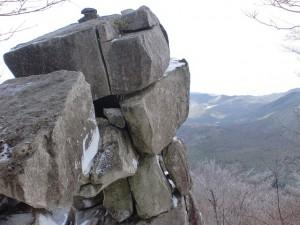 通石山山頂の巨石の画像