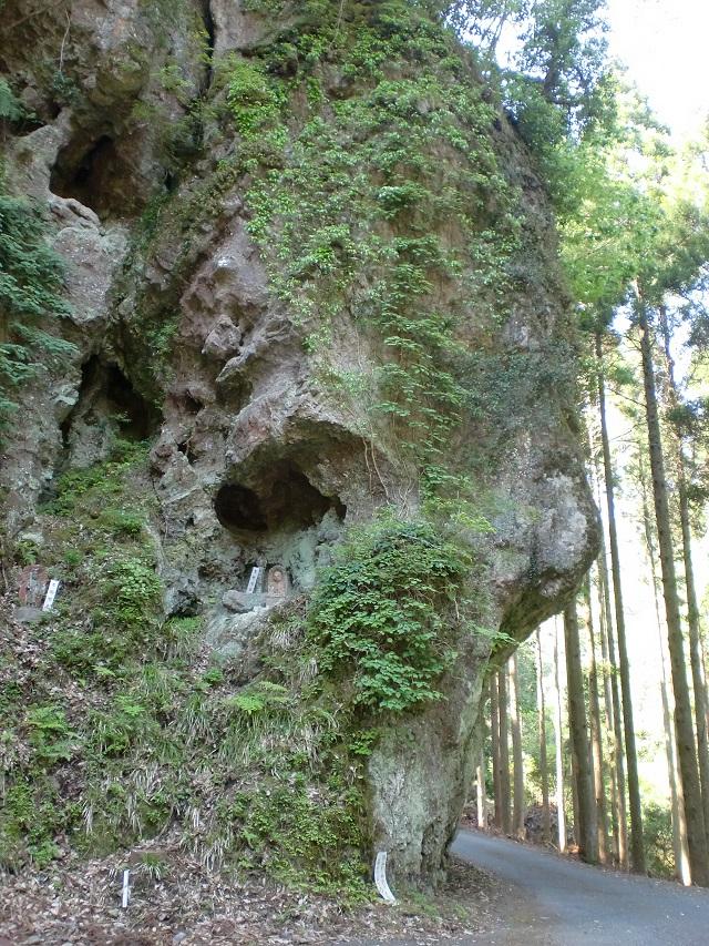 城井谷城(城井ノ上城)の登山口 三丁弓の岩にアクセスする方法