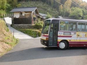 樋桶山登山口バス停(大交北部バス)バス来たの画像