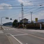 妻山神社の先の歌垣公園に入る交差点の画像