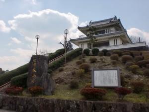 犬山岳山頂のお城の形をした展望台の画像