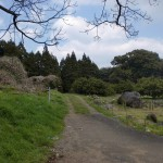 白岩山登山口の舗装が切れたところの画像