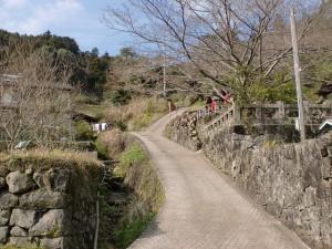 鳥越地区の八天神社横の旧参道の画像