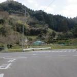 鳥越バス停から坂を上がって県道41号線に出合う箇所の画像