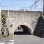 上有田駅そばの線路をくぐるトンネルの画像