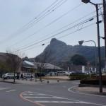 武雄市図書館から武雄神社に入るところのT字路の画像
