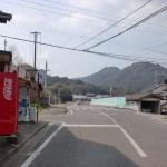円応寺参道入口近くの自販機のある個所の画像