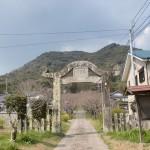 円応寺の鳥居型山門(柏岳登山口)の画像