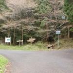 国道498号線の旧道から八天岳・国見岳の登山口となる栗ノ木峠へ至る分岐地点