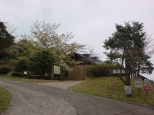 ウォーカーズパーク入口にある隠居岳登山道入口の画像