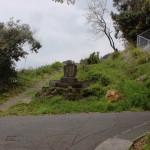 上古場の簡易水道落成記念碑前のT字路の画像
