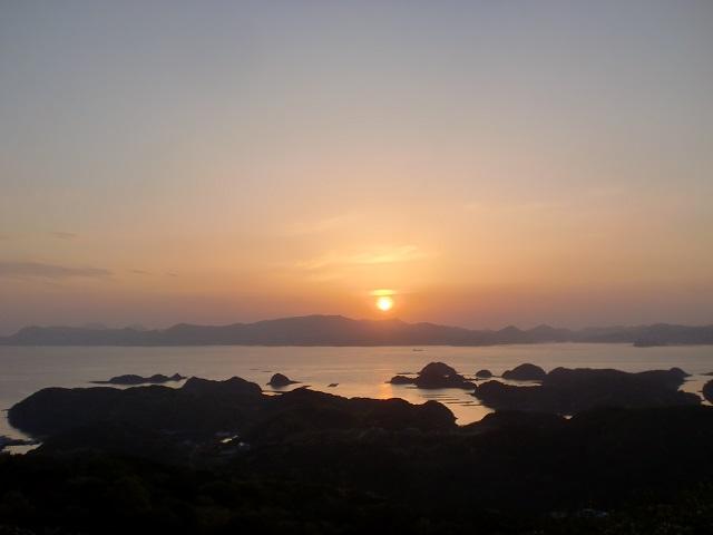 長串山公園のキャンプ場から見る九十九島の夕暮れの画像