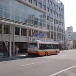 松山市駅バス停4番のりばの画像