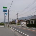 JR福吉駅そばのファミリーマートのある交差点の画像