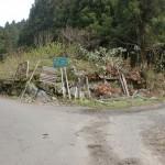 福吉駅から木の香ランドへ至る林道途中の林道女岳線への分岐地点(女岳登山口)の画像