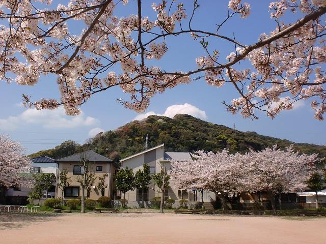日赤病院横の公園から見る衣干山の画像