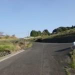神田駅前から韮岳登山口に向かう途中のT字路の画像