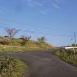 神田駅前から韮岳登山口に向かう途中のT字路を左折してすぐのT字路の画像