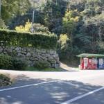 石岳バス停の少し上にある自販機設置地点の画像
