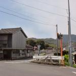 津吉橋バス停そばの4差路の画像