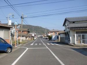 今福駅前のT字路から白犬の塚に入るところの画像