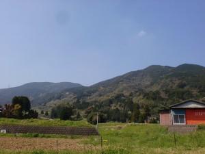 西分バス停付近から見る人形石山と国見岳の画像