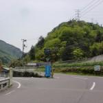一ツ内バス停そばのいこいの森への分岐(県道7号線から県道153号線への分岐)の画像